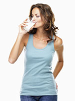 woman-drinking-milk