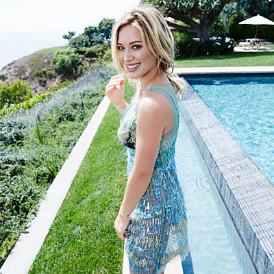 hilary-duff-pool
