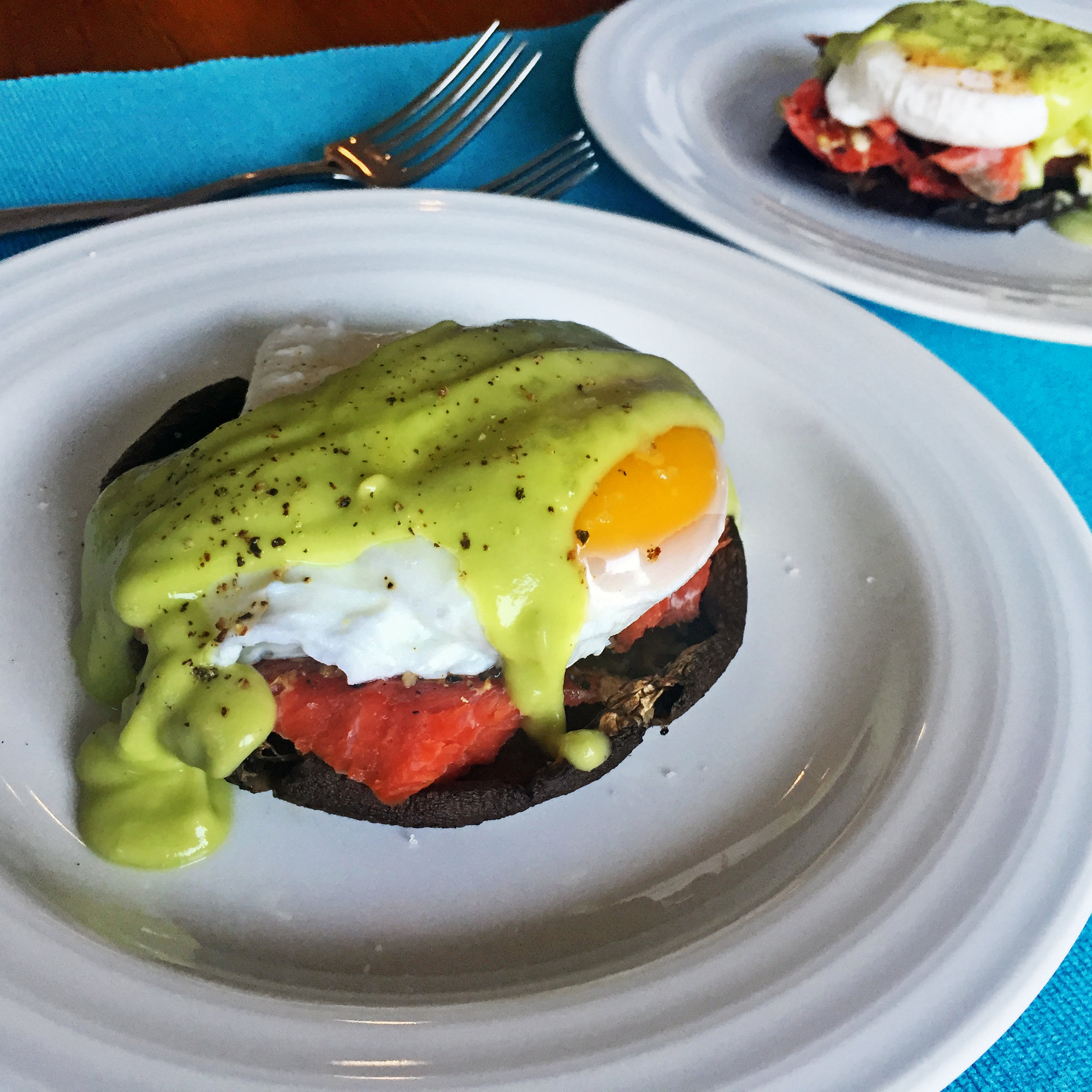 Healthy Eggs Benedict With Smoked Salmon and Avocado Sauce - Food ...
