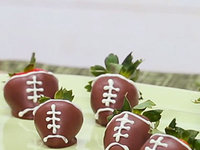 chocolate-strawberry-footballs