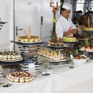 cruise-ship-buffet