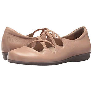 dd241be205 8 Stylish Flats With Arch Support