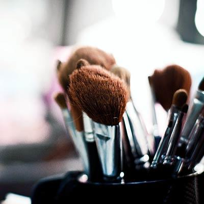 makeup-mistakes-brushes
