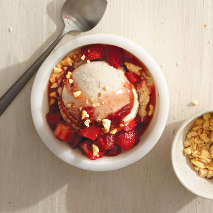 pb-banana-nice-cream-strawberry-sauce-bbq