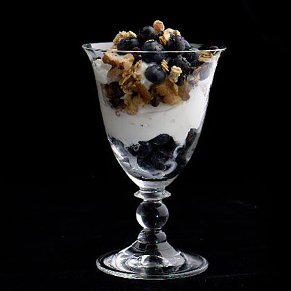 yogurt-fruit-nut-parfaits