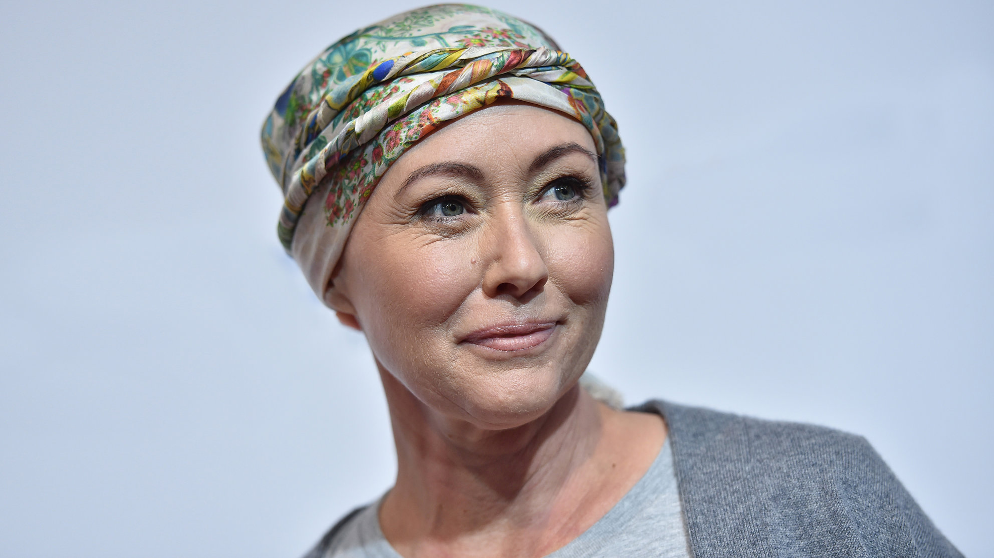 shannon-doherty-scarf