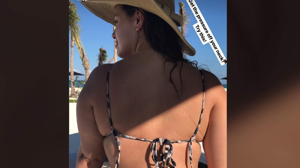 ashley-graham-string-bikini-hack