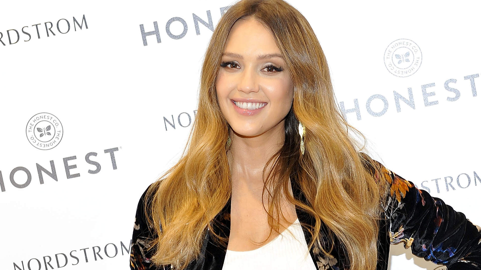 Jessica albas breasts video girl