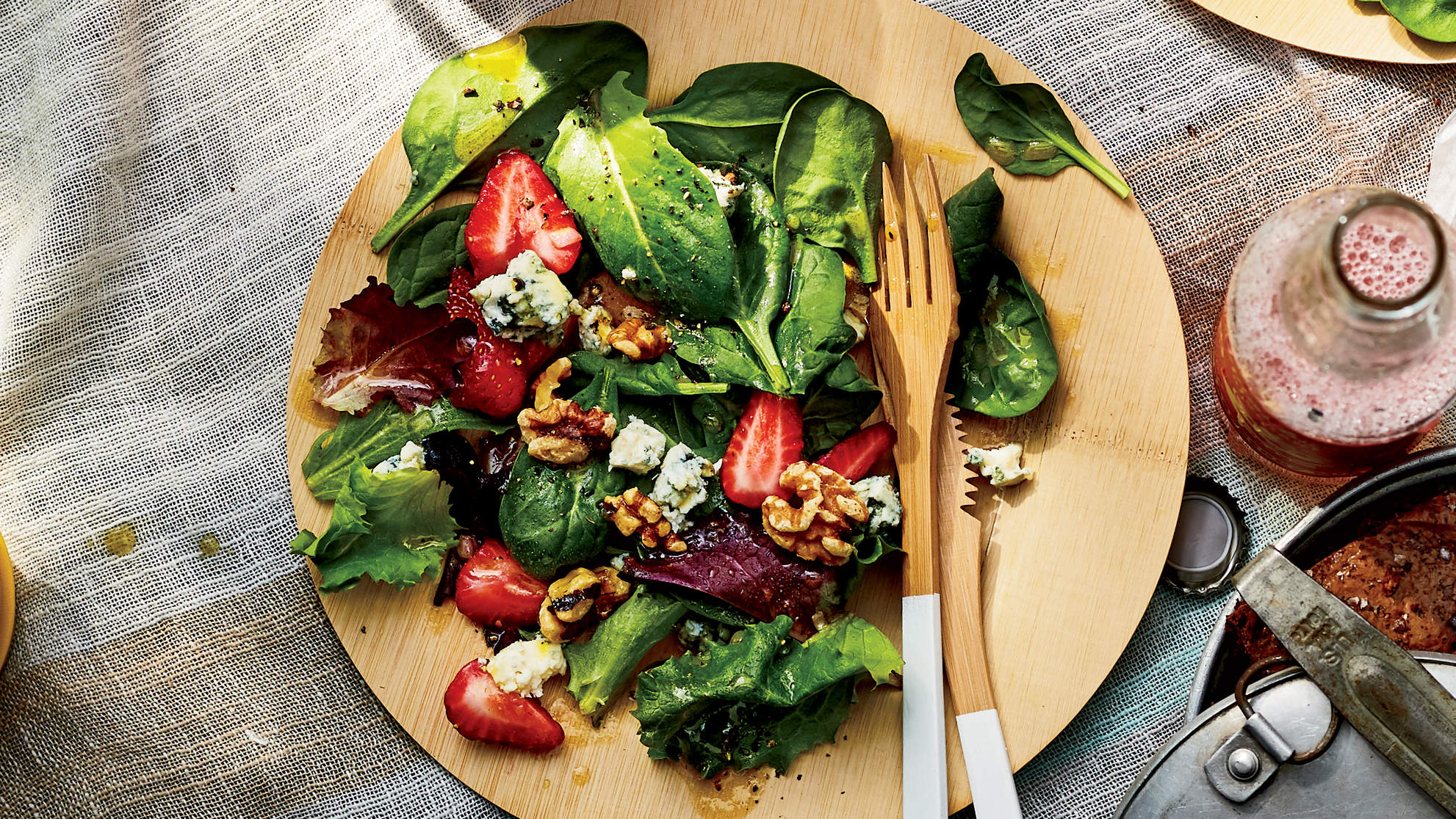 spinach-strawberry-salad-picnic-recipes