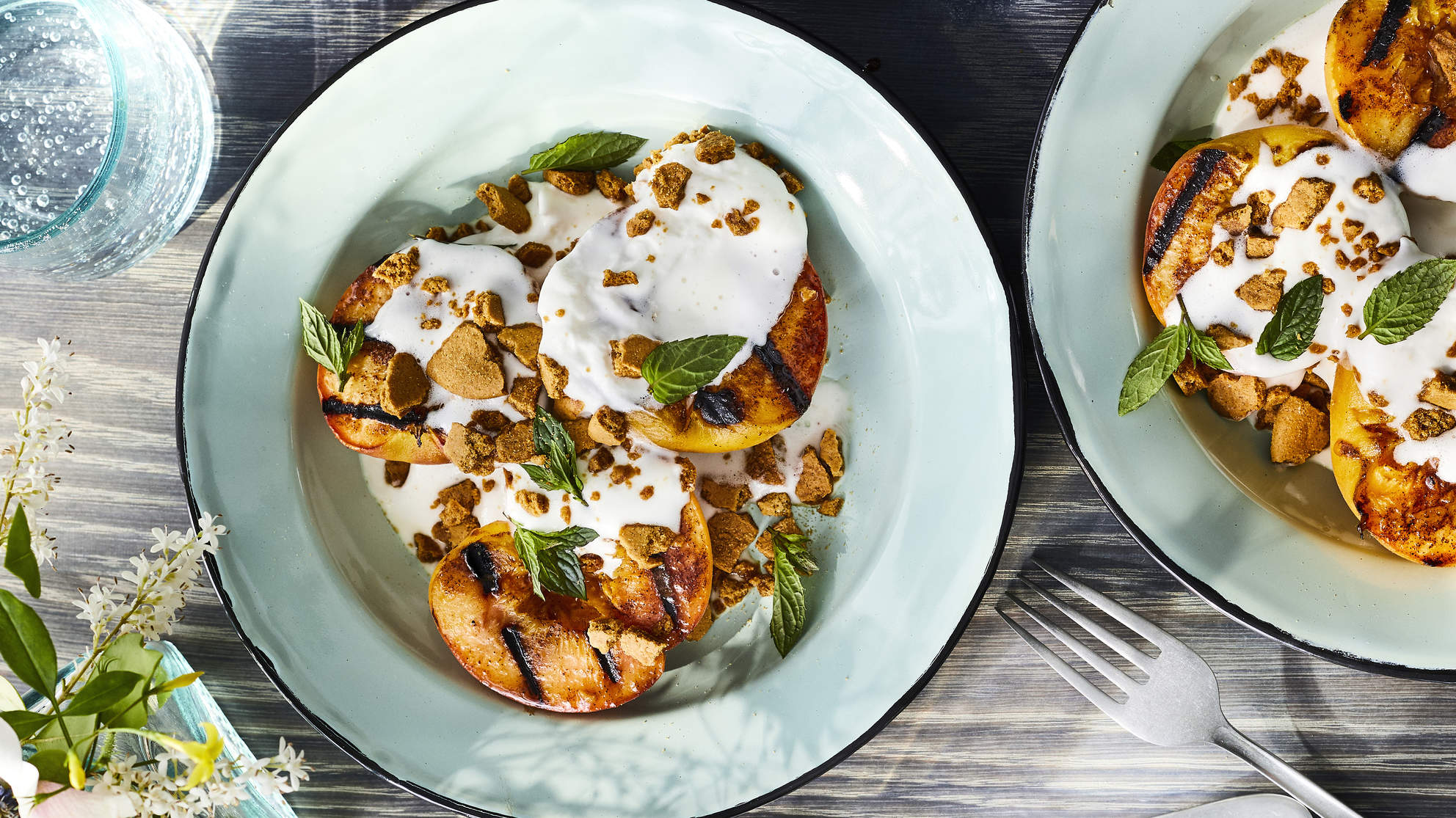 GRILLED PEACHES WITH GINGERSNAP CRUMBLE recipe sumer