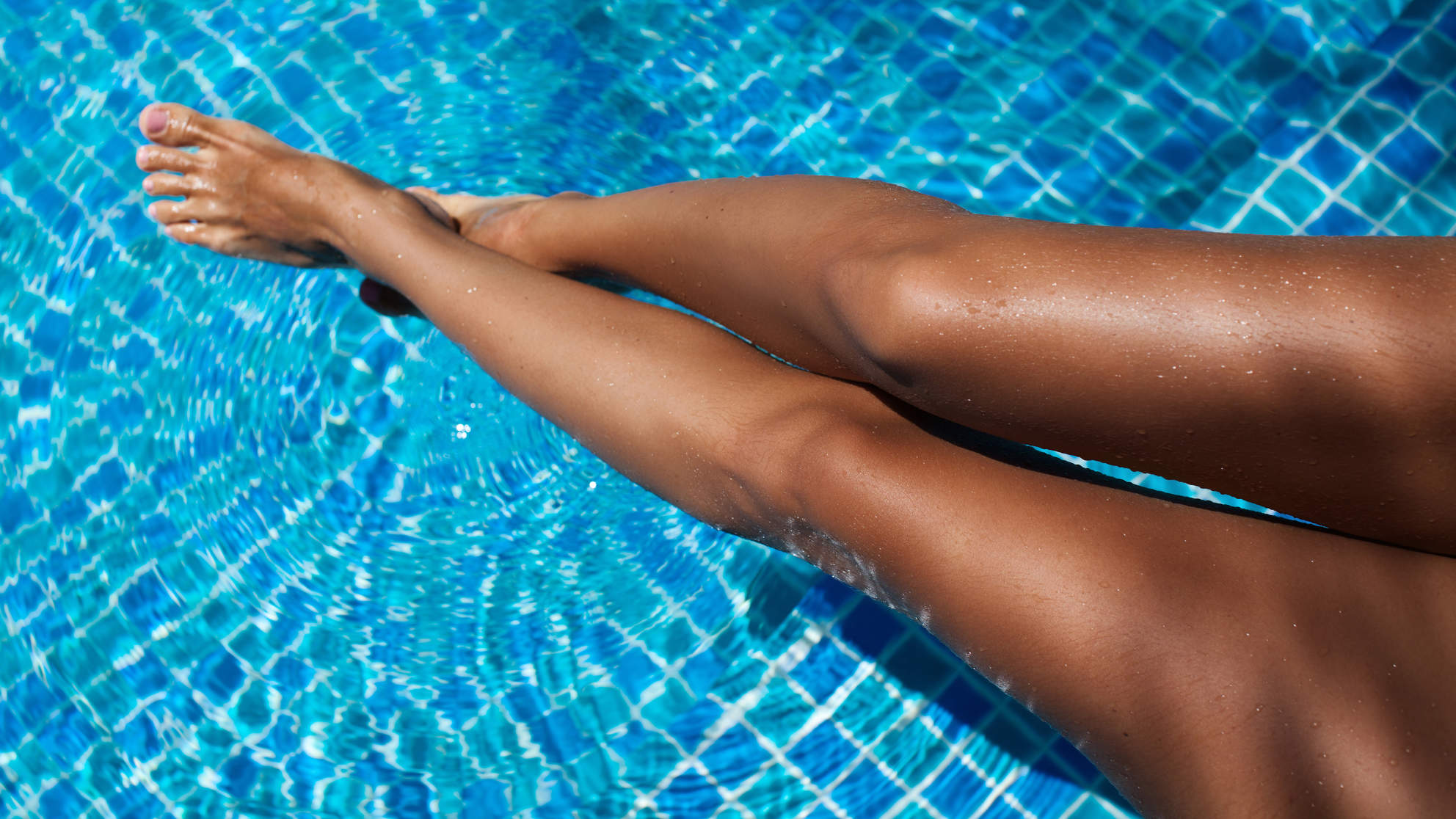 I Started Using Self-Tanning Drops—and They're a Legitimate Game Changer