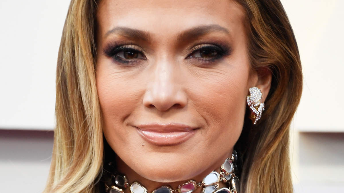 Jennifer Lopez's Curly Lob Makes Gym Hair Look Good