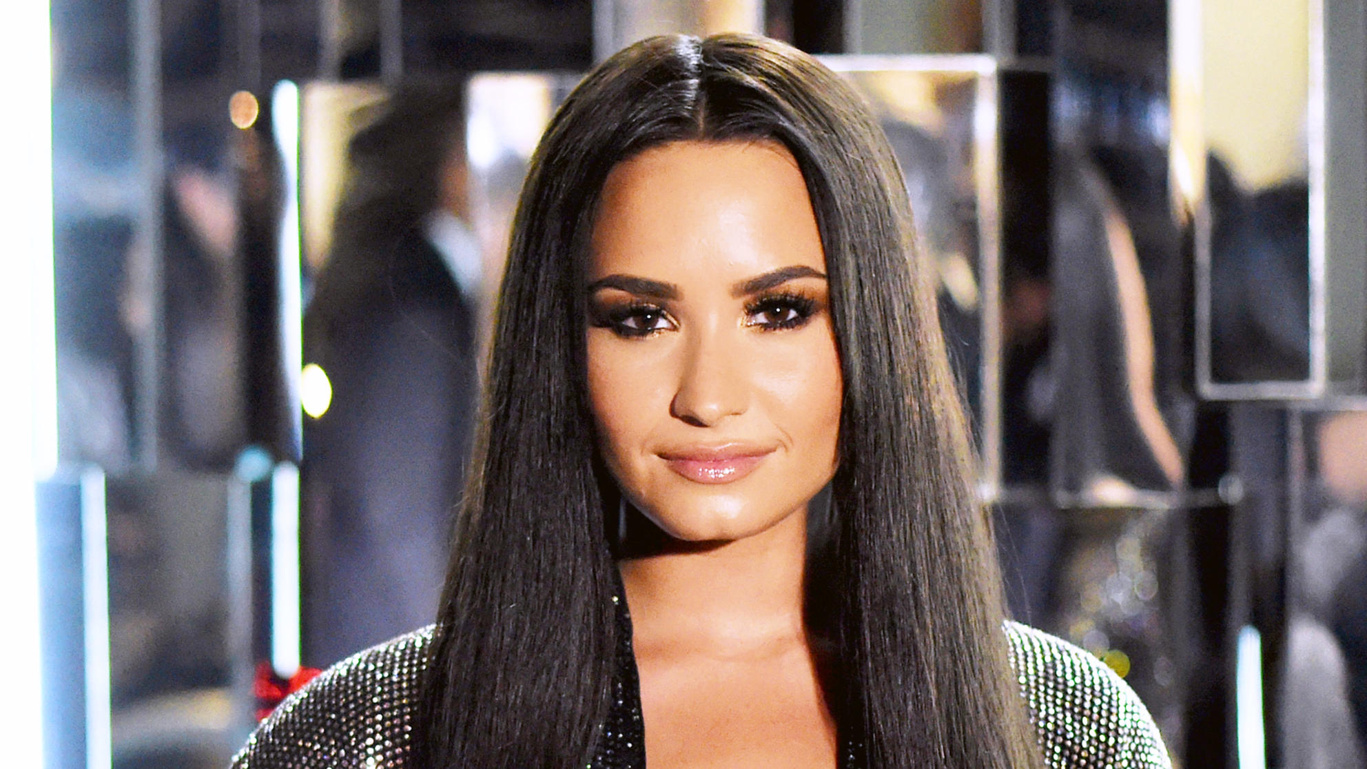 Demi Lovato Just Chopped Off All Her Hair