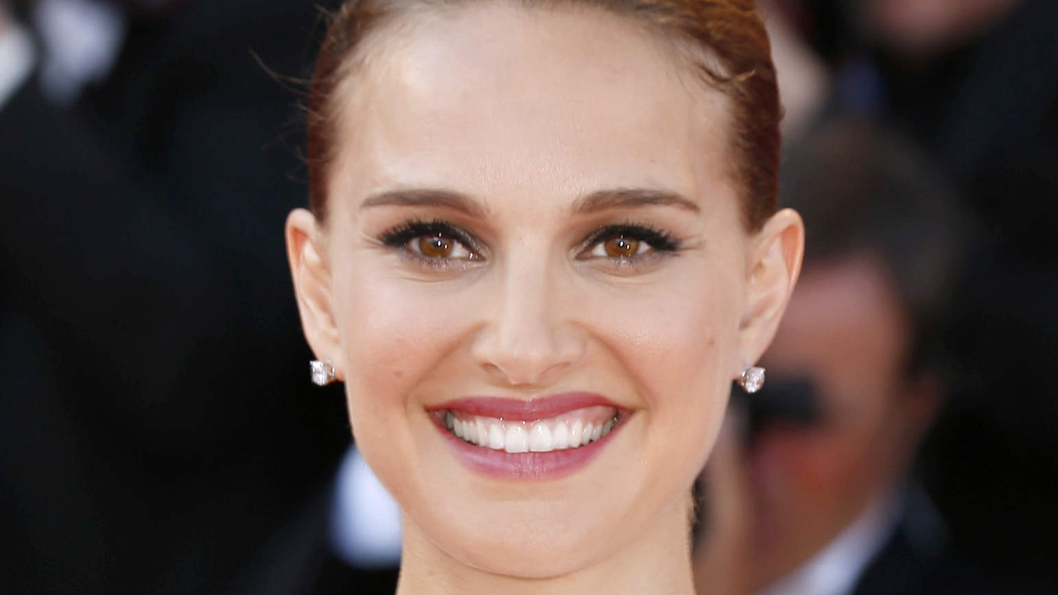 Natalie Portman on Her FavoriteFrench-Girl Makeup Trick and Her New Movie