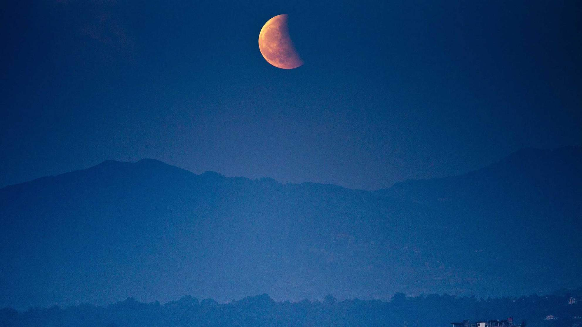 Here's How to Watch the 'Super Blue Blood Moon Eclipse' Next Week