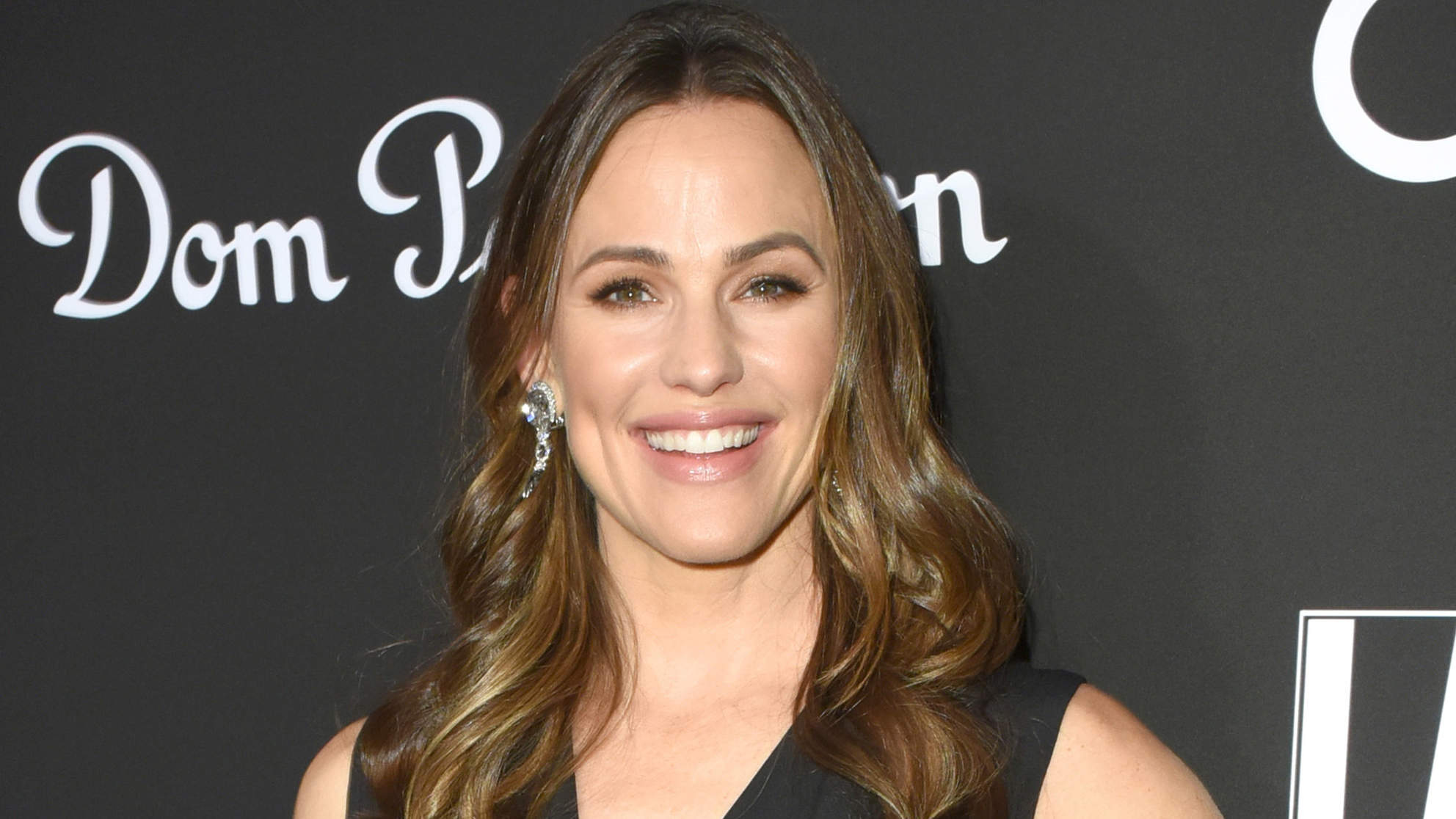 Jennifer Garner's Go-To Retinol Oil Is the Anti-Aging Treatment You've Been Looking For