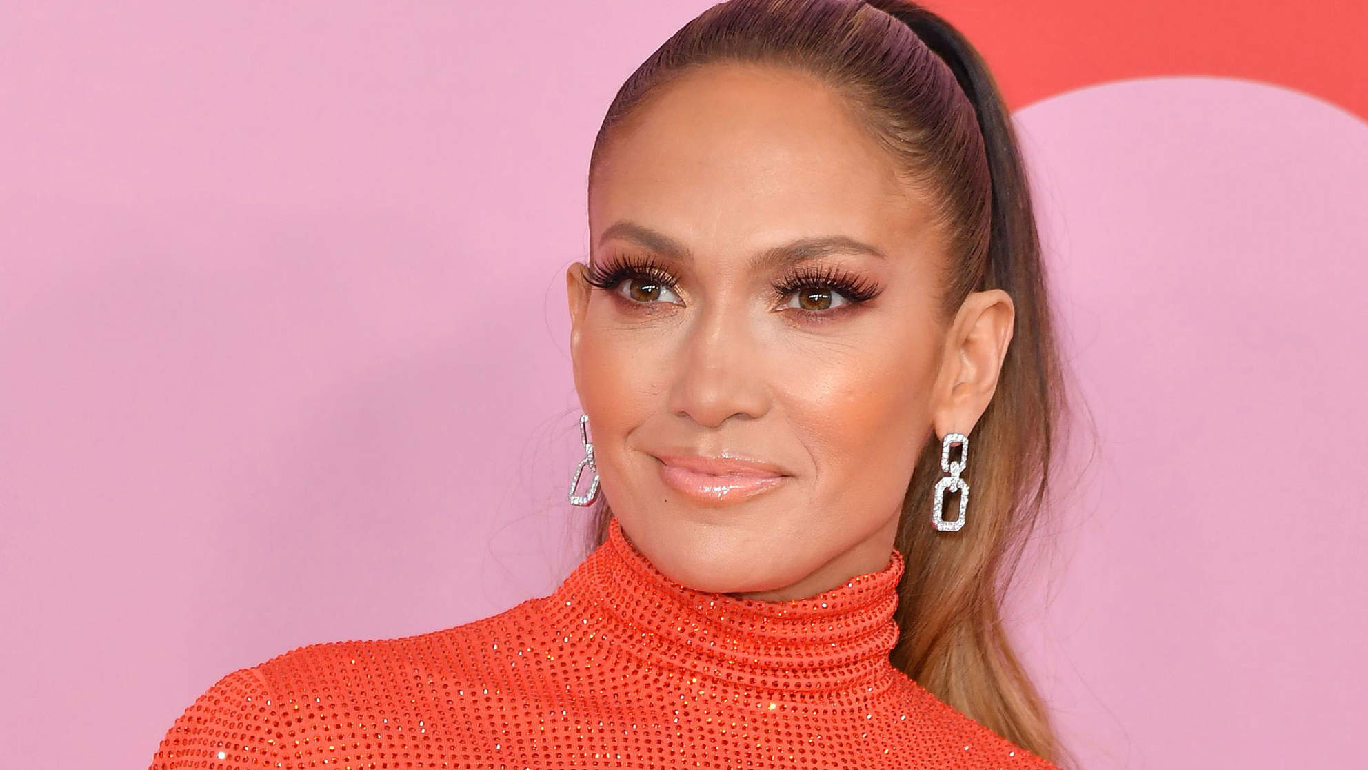 Watch Jennifer Lopez Leg Press Nearly 300 Pounds Like It's Nothing