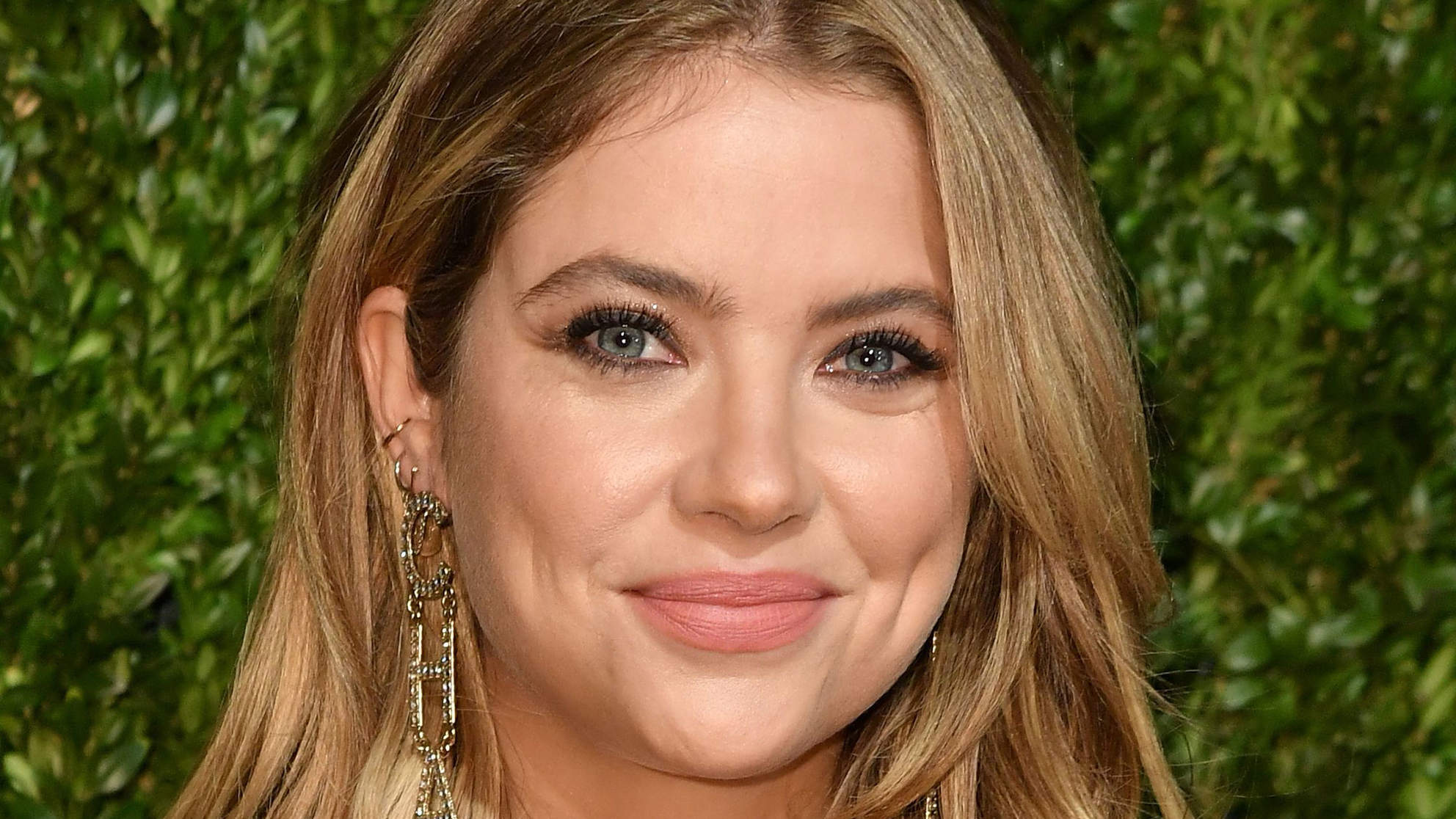 Ashley Benson's 'Clavicle Bob' Is the Next Big Bob Trend