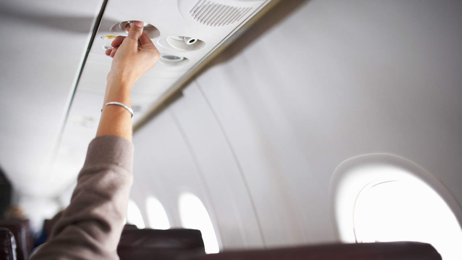 Why You Should Always Turn on the Air Vent Above You During a Flight