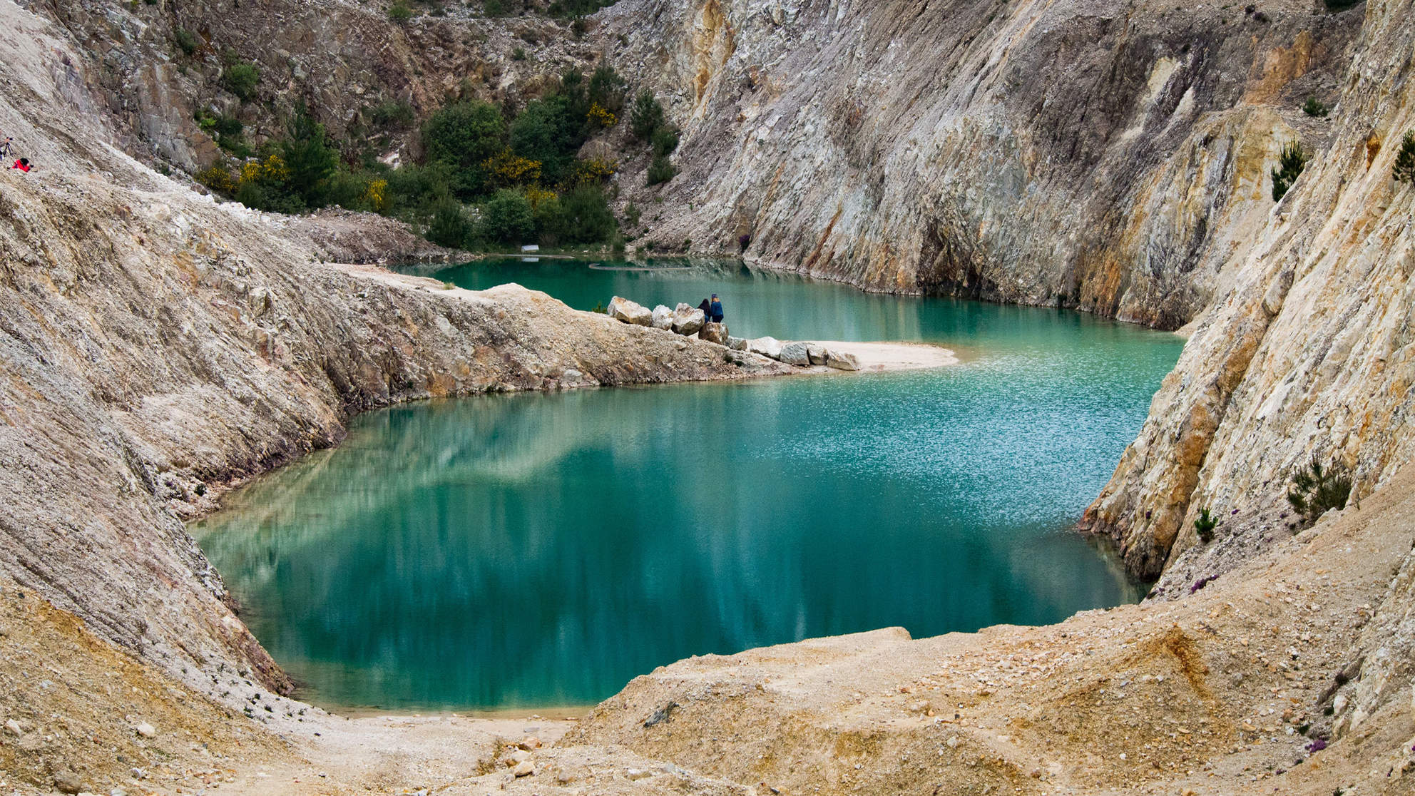 Instagram Influencers Sick After Swimming in Turquoise Lake That Is Actually a Toxic Dump