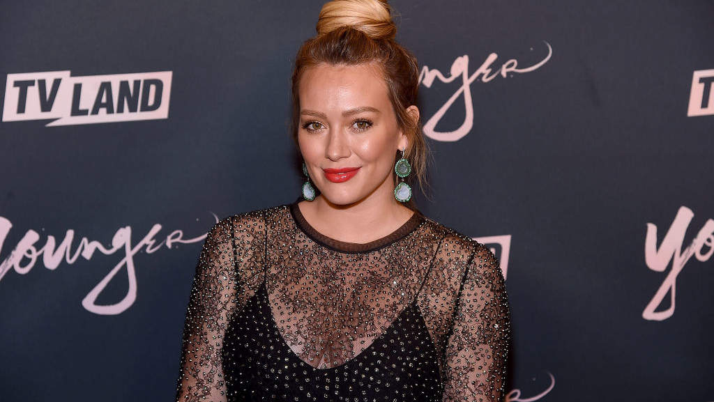 "Hilary Duff Confronts Paparazzi: ""I'm Nine Months Pregnant, I Have the Flu"""