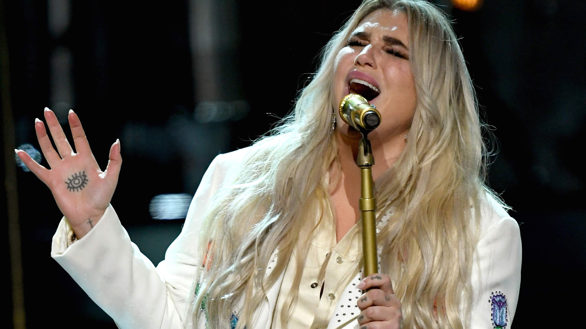 Kesha Performed  Praying  at the 2018 Grammys and It's One of the Most Powerful Moments in Award Show History