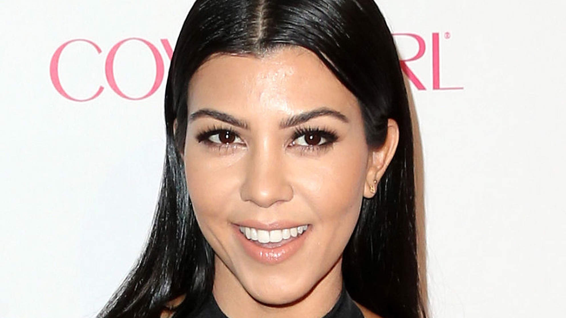 Kourtney Kardashian Reveals Her Secrets to Eating Healthy at Restaurants (Like How to Avoid the Bread Basket)