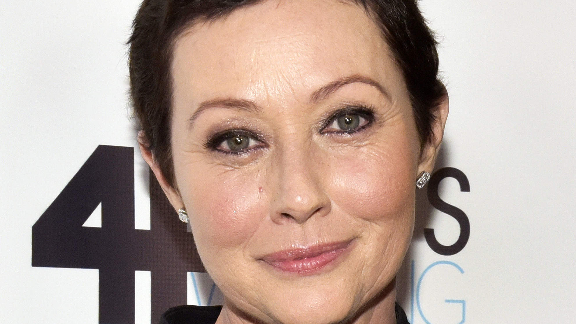 Shannen Doherty Shares Emotional Chemotherapy Photo for Breast Cancer Awareness: 'I Felt Like I Was Losing Myself'