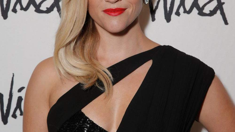 How to Get Reese Witherspoon's Signature Side-Swept Hair