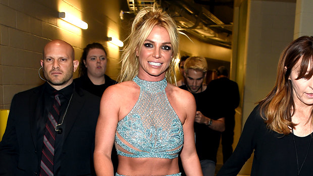 britney-spears-billboard-awards-outfit-blue1.jpg