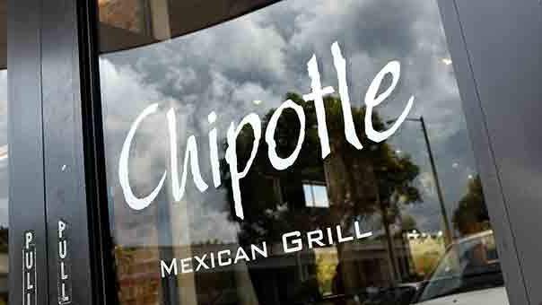 3 Reasons to LOVE Chipotle From an RD