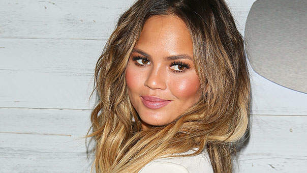 How to Avoid Chrissy Teigen's Hilarious Spray Tan Fail