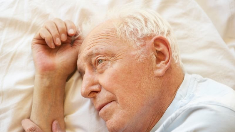 elderly_insomnia813.jpg