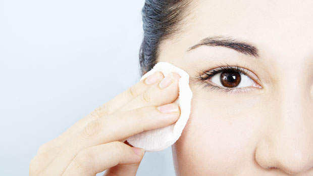 eye-makeup-remover-wipes-620.jpg