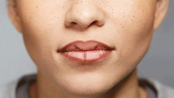 fake-fuller-lips-with-makeup.jpg