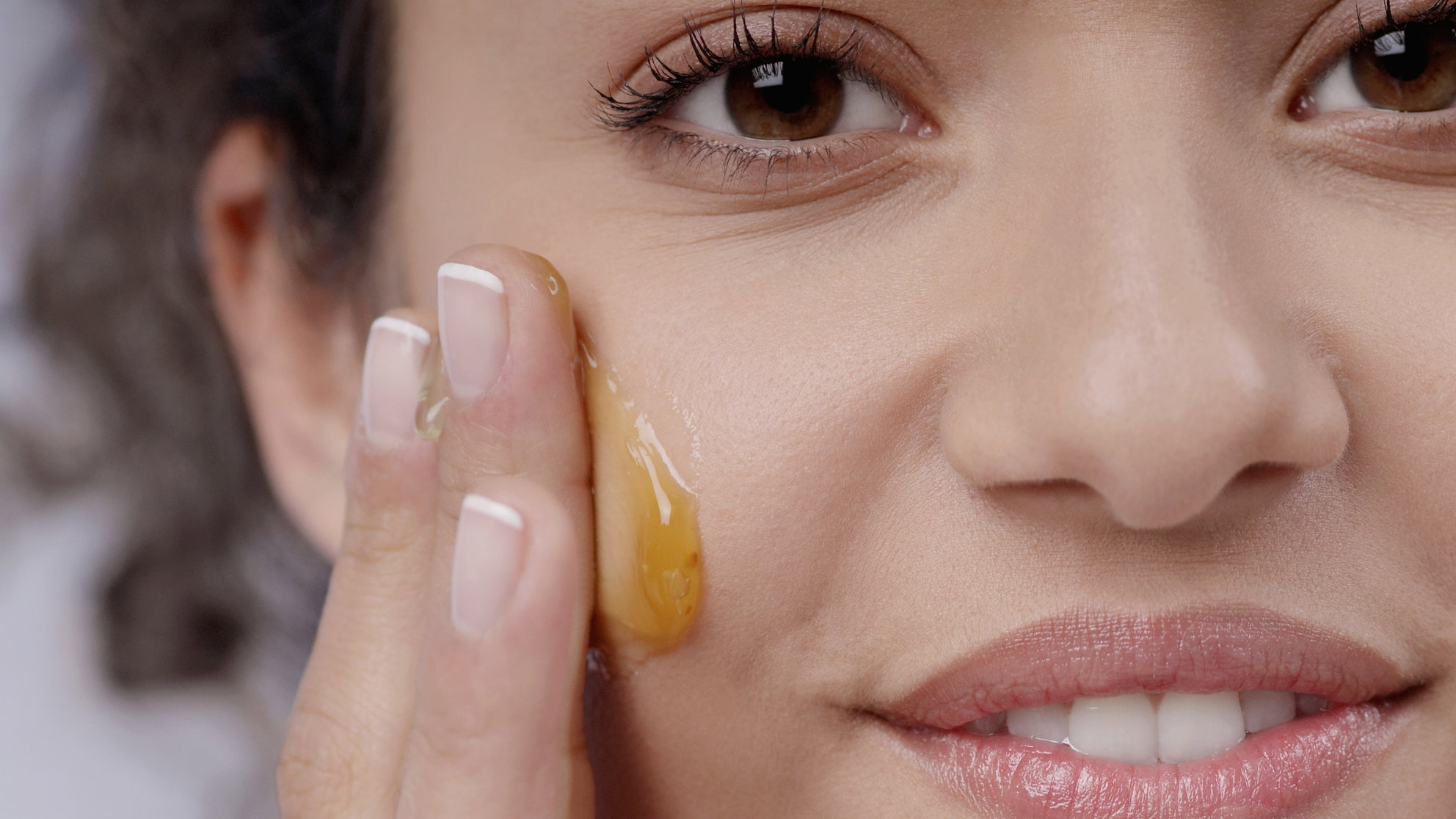 9 Surprising Beauty Uses for Raw Honey