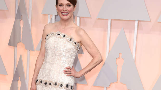 This Is Julianne Moore's Hilarious Advice for Dealing With Back Fat - Health