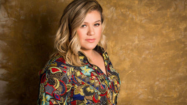 The Awesome Way Kelly Clarkson Responded to Being Fat-Shamed by a Twitter Troll
