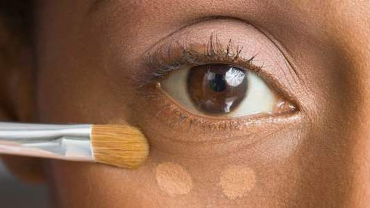 How to Apply Melt-Proof Concealer