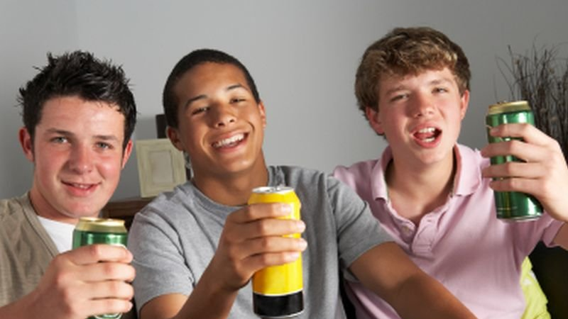 teens_alcohol7102.jpg