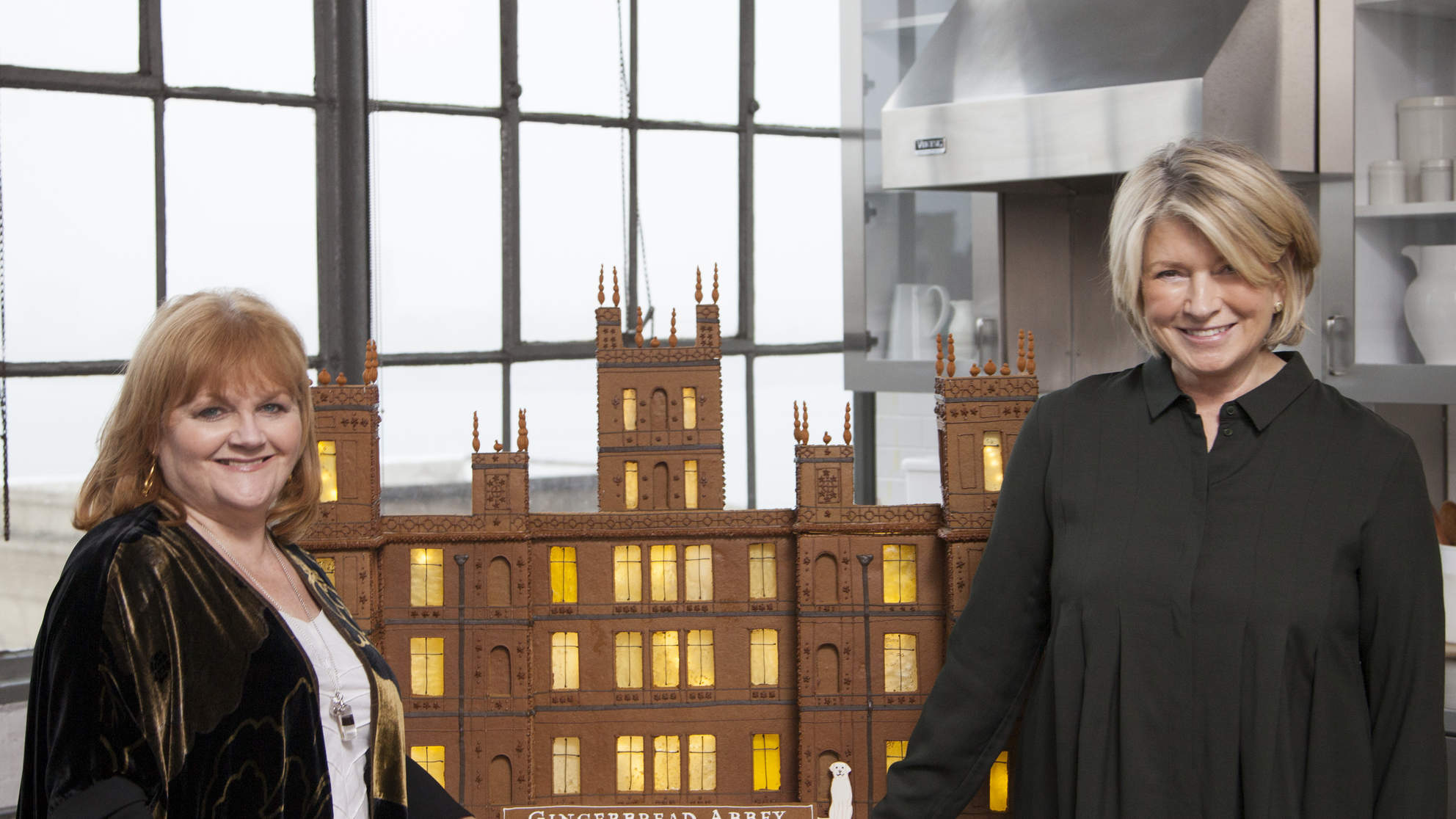 Martha Stewart Makes Gingerbread Version of Downton Abbey for 'Mrs. Patmore'