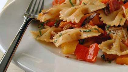 Garlic and Bell Pepper Farfalle