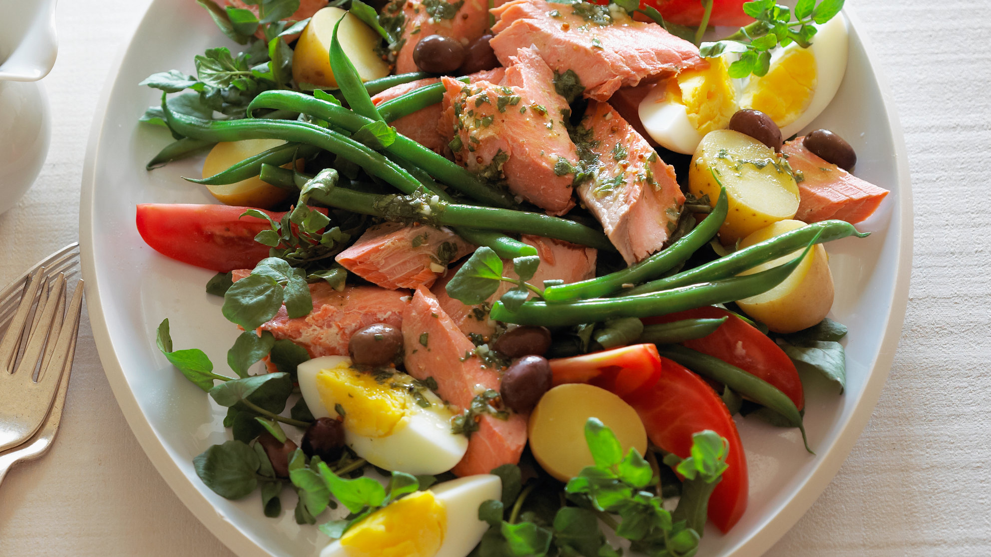 salmon-salad-healthy-eating