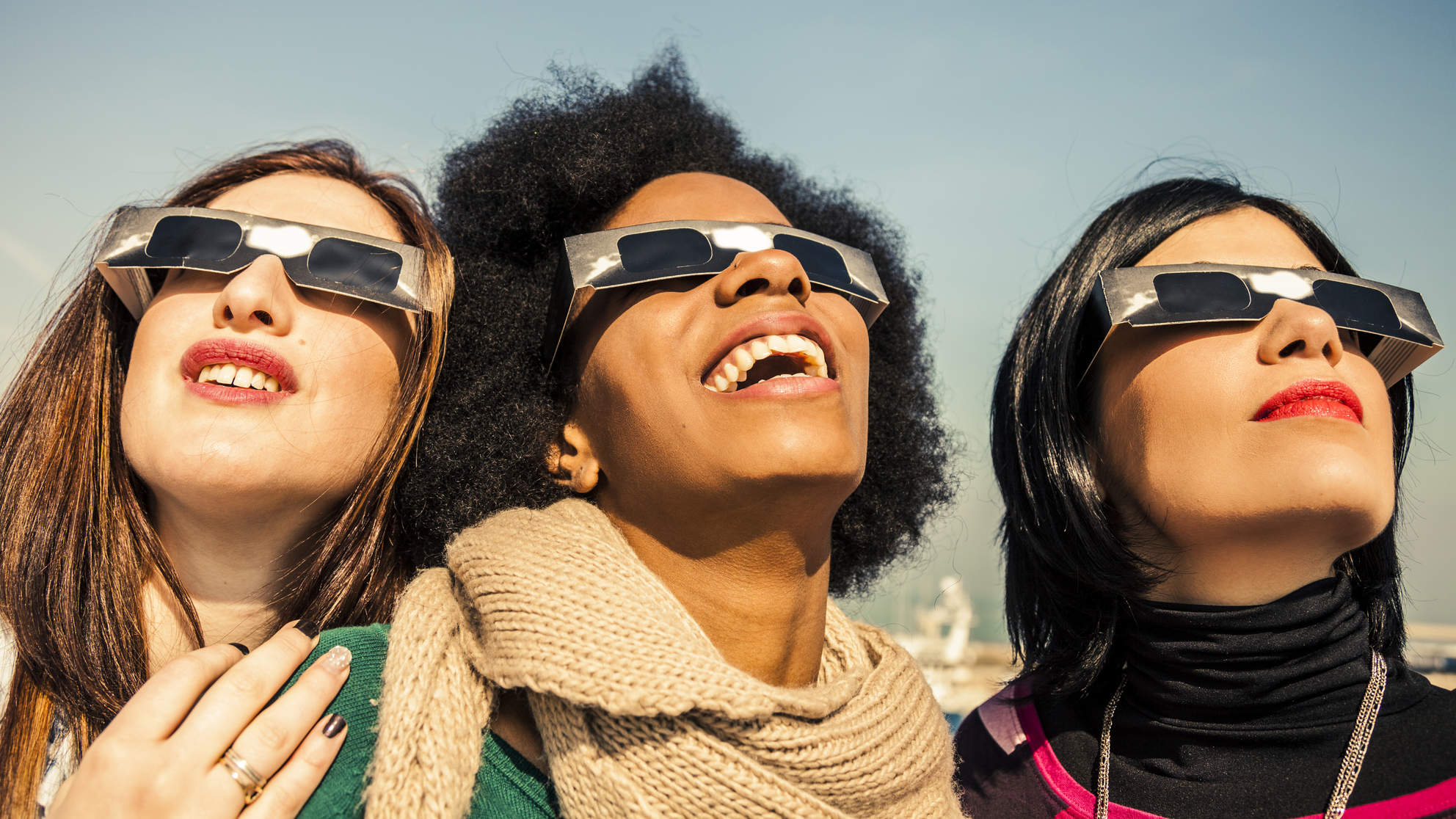 how to look at a solar eclipse without glasses