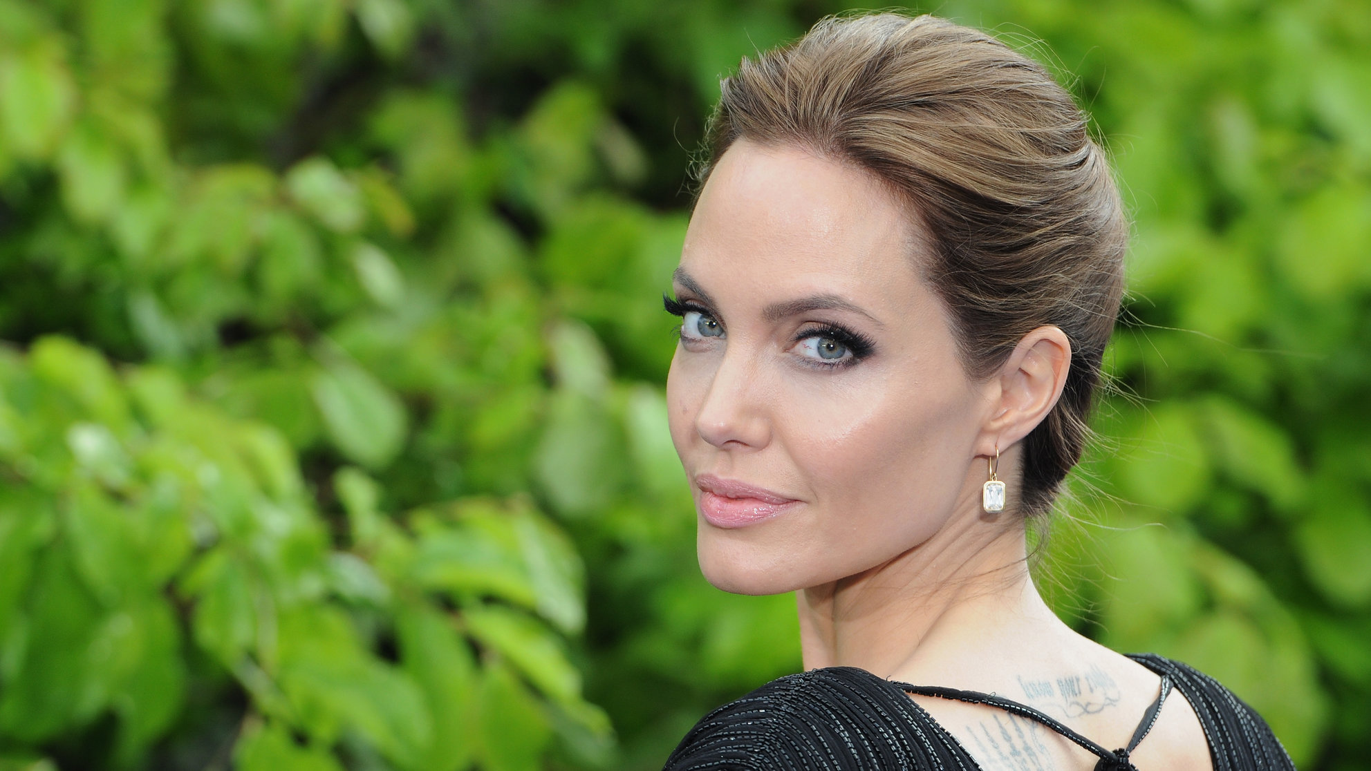 angelina-jolie-red-carpet