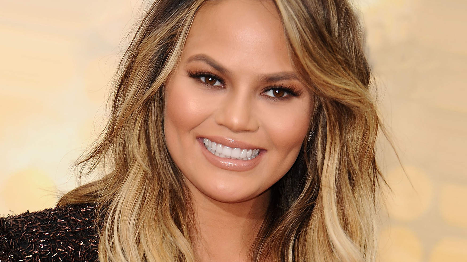 Chrissy Teigen Dresses Up Her Baby Bump in Curve-Hugging Gown: 'Aloha, Bebe'