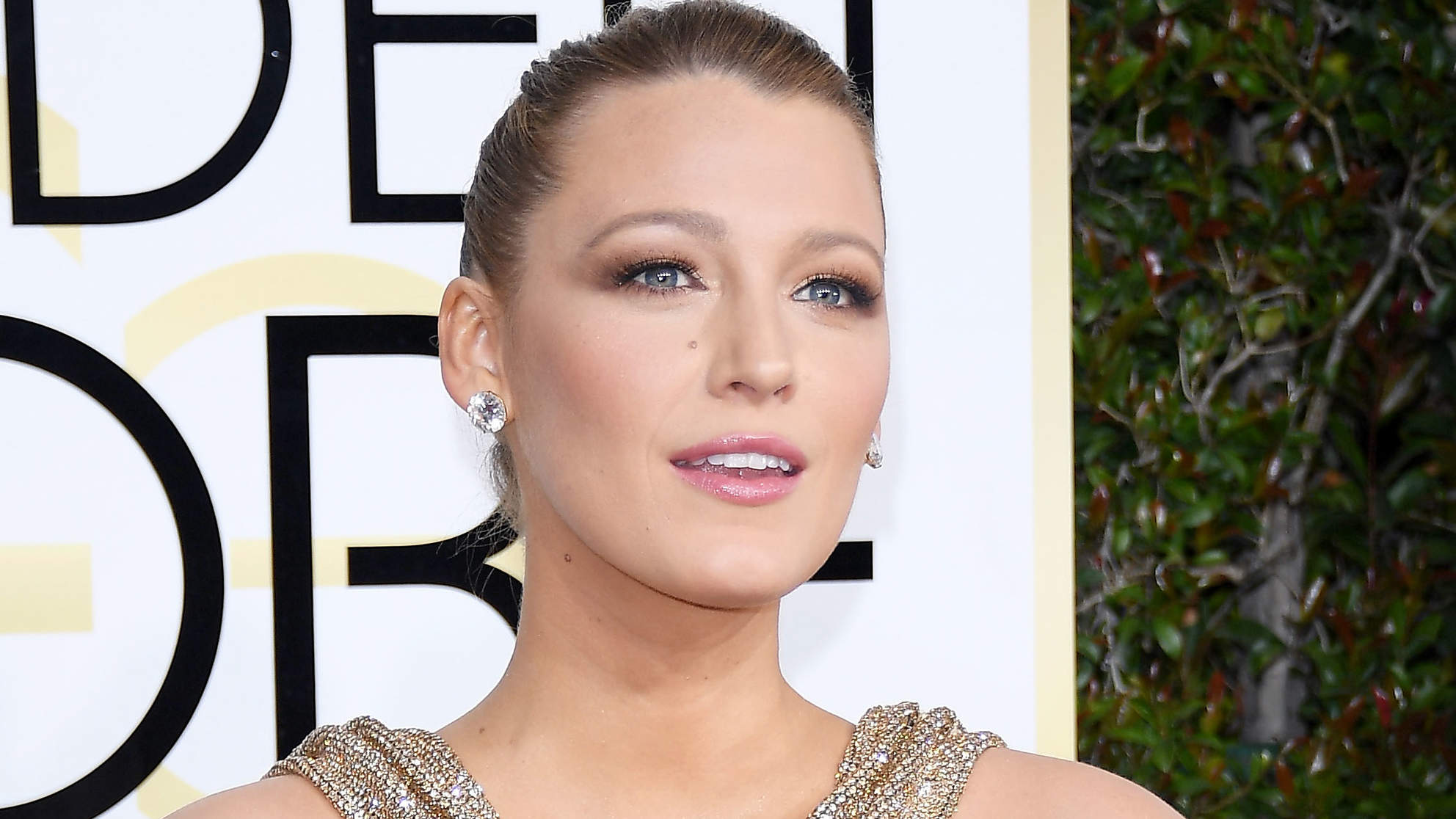 Blake Lively Trades in Blonde Hair for Cropped Black 'Do While Filming Upcoming Thriller