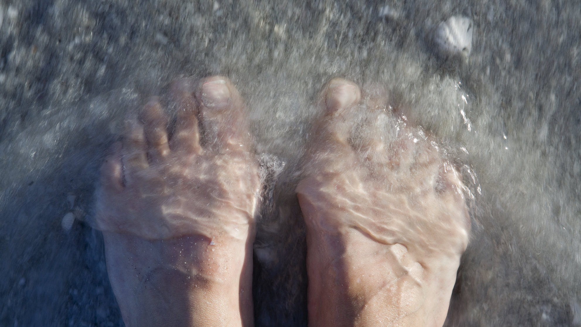 flesh-eating-bacteria-ocean-feet