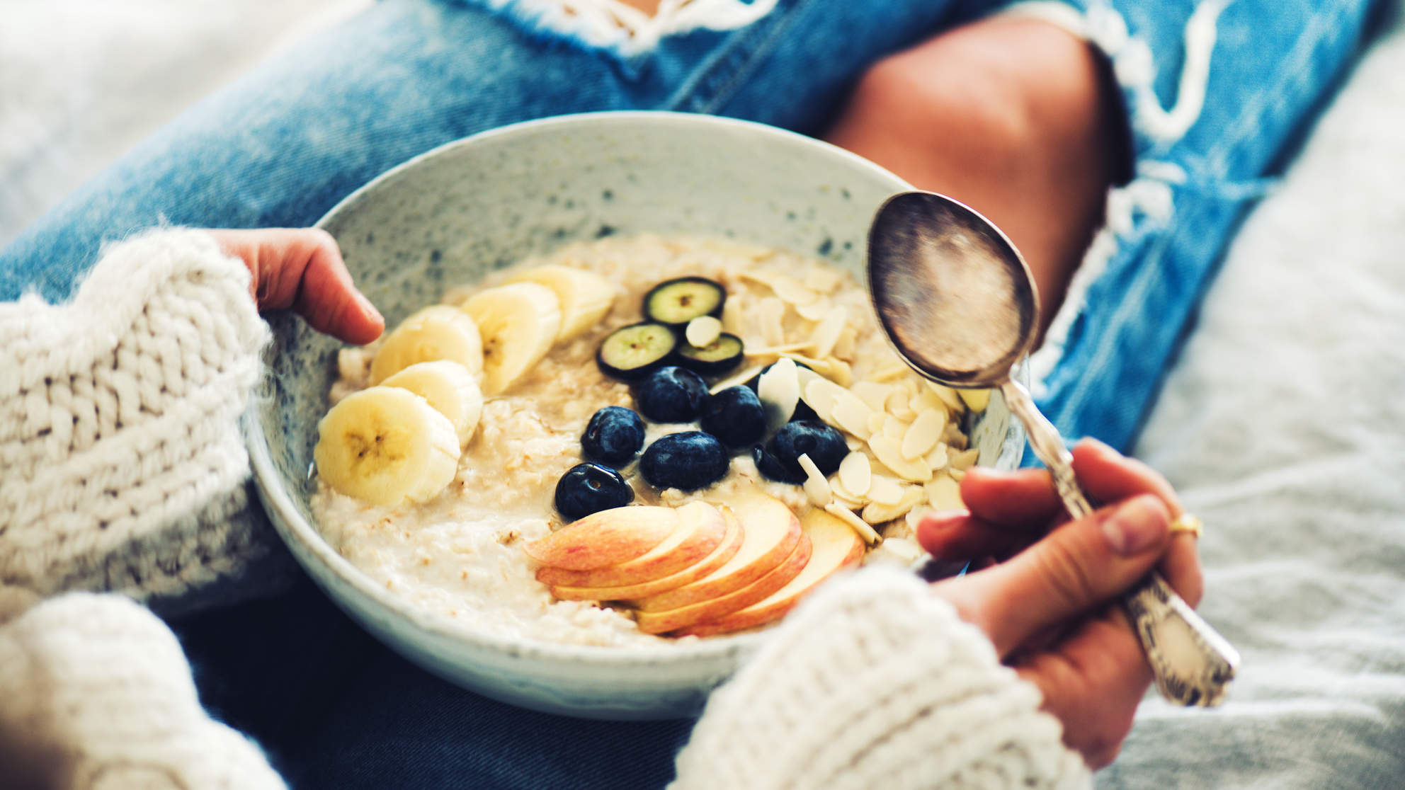 best healthy carbs oatmeal oats overnight food diet healthy woman digestion morning breakfast quick women full fiber cholesterol toppings fruit balanced