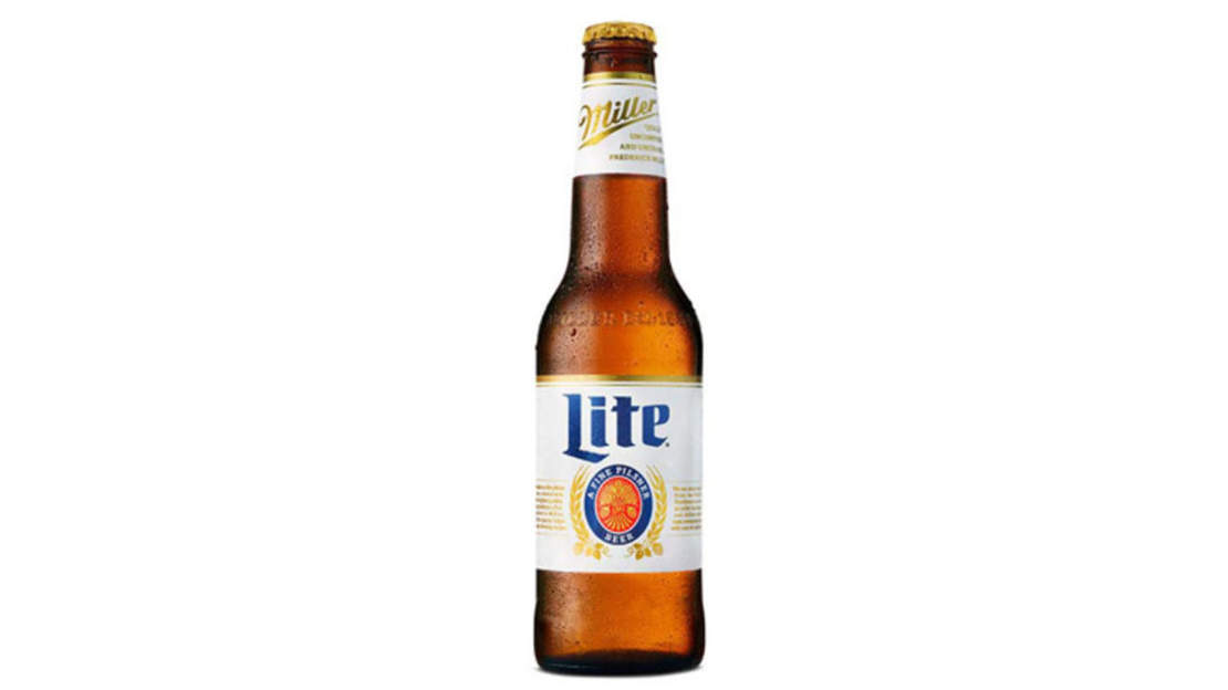 low carb beer carbohydrate drinking alcohol fun party woman weight diet resolution bloated health